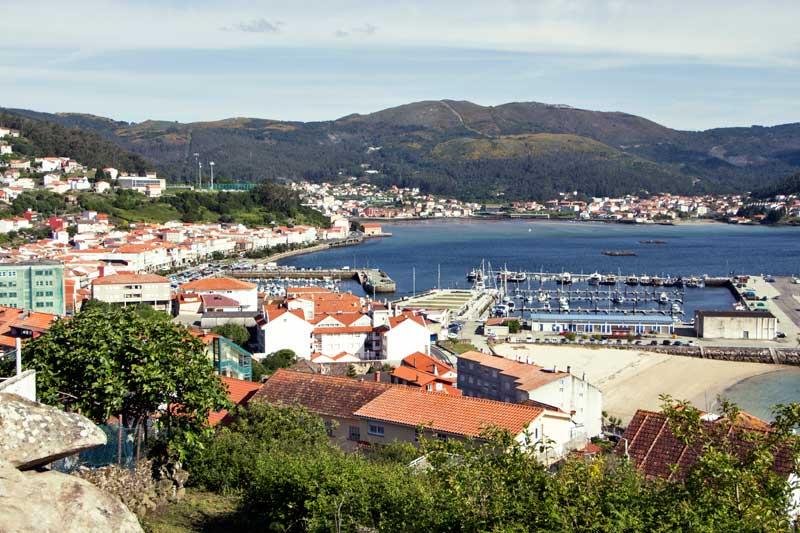 O porto é o centro da actividade económica...